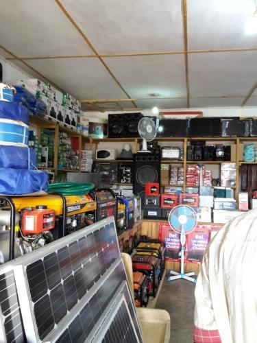 Es gibt diverseste Sachen zum kaufen - wenn man das nötige Geld dazu hat. Auch alles Mögliche wie Werkzeug oder Elektrogeräte - aber z.T. recht kostspielig und somit nicht für jeden erschwinglich.