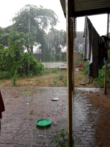 So geregnet wie hier im Bild hat es im Bereich der Farm auch während der Regenzeit nur sehr selten.