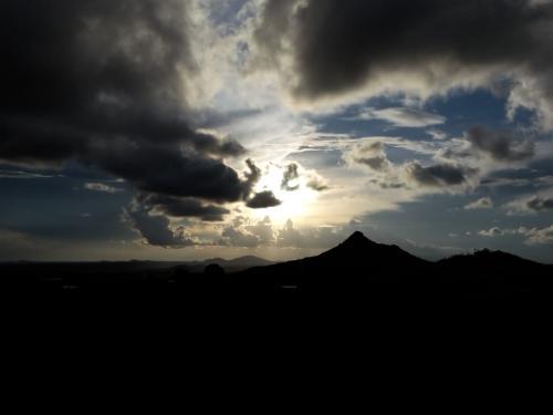 Panorama beim Grenzort Dedza auf einer Wanderung mit Blick Richtung Mosambik.