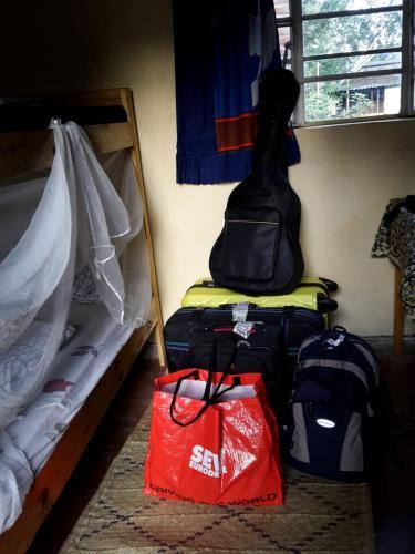 Mit allem Gepäck in meinem Zimmer angekommen